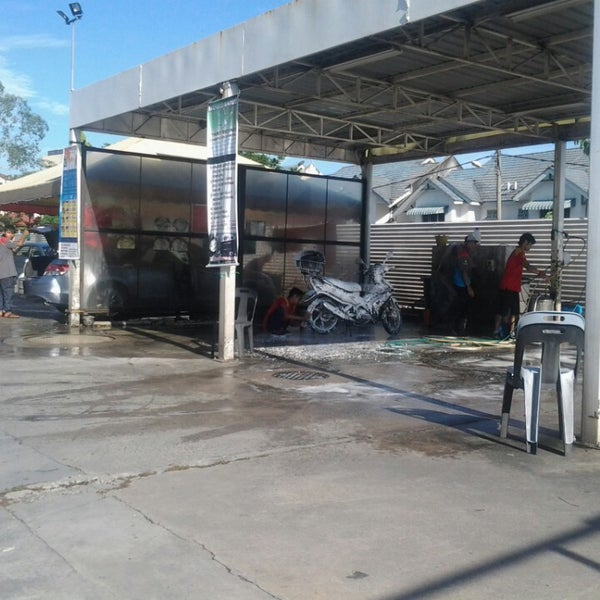 Photo taken at Shell Manual Car Wash BK2 by نورمان جومبري . on 3/1/2013