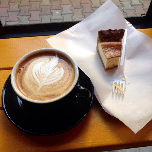 11/3/2014 tarihinde Cengiz G.ziyaretçi tarafından Manuel Deli & Coffee'de çekilen fotoğraf