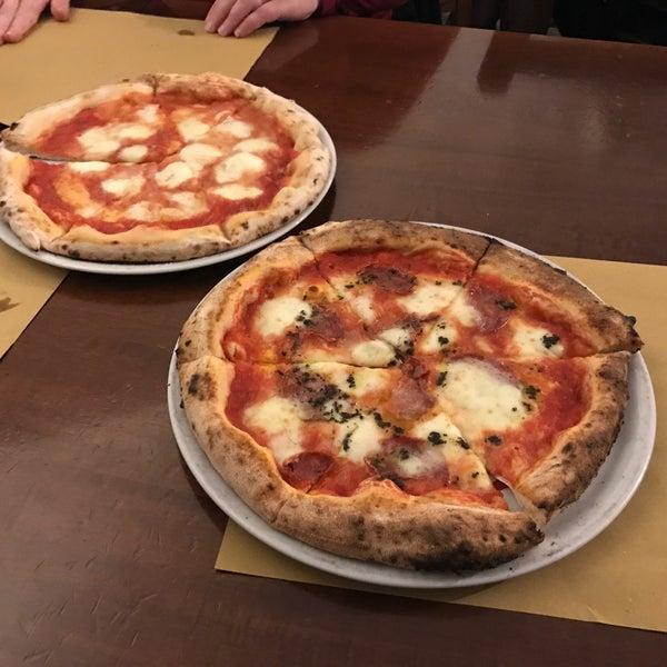 Foto tomada en Pizzeria O' Vesuvio Napoletana Forno Legna por Albert T. el 3/4/2017