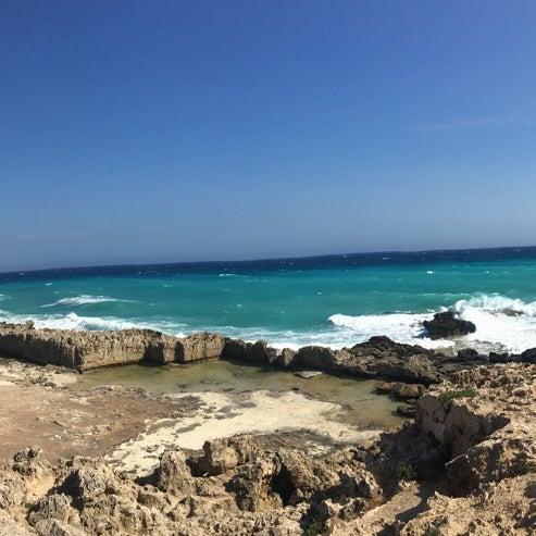Пляж очень красивый с белым и чистым песком👍 красивые виды для фотографий 🌅