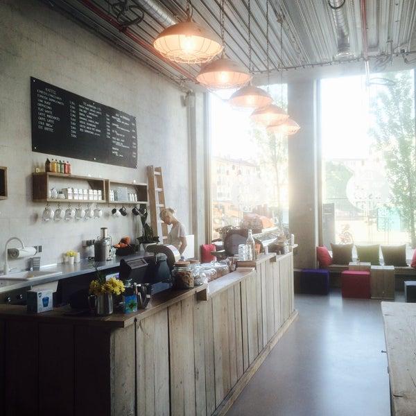 Photo taken at Kaffeewerk Espressionist by Alexey L. on 5/6/2015