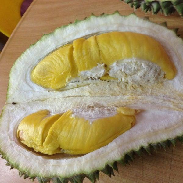 """Photo prise au """"Combat"""" Top Quality Durian par 🍀Jessie Agnes Ng🌟 黄. le7/19/2013"""