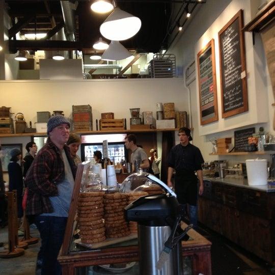 Снимок сделан в Salt & Straw пользователем Nicholas D. 10/21/2012