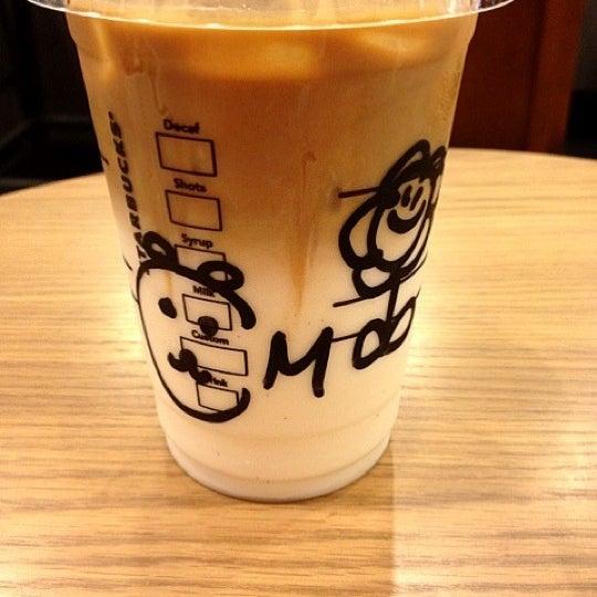 Photo taken at Starbucks by Rumi K. on 10/21/2012