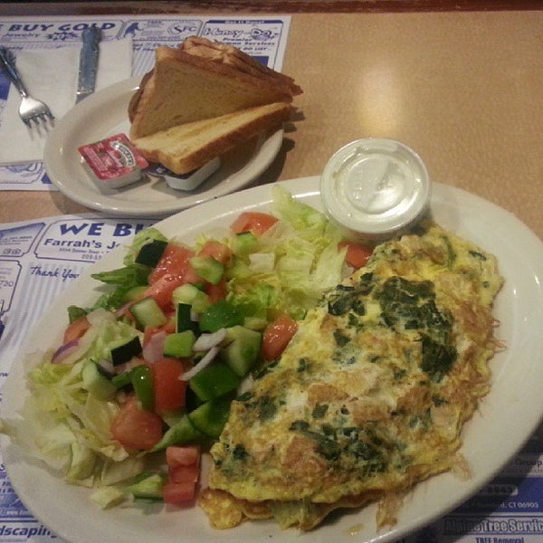 Photo taken at Bull's Head Diner by Franklyn B. on 5/3/2013
