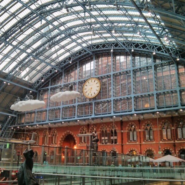 Photo taken at London St Pancras International Railway Station (STP) by Oscar on 7/28/2013