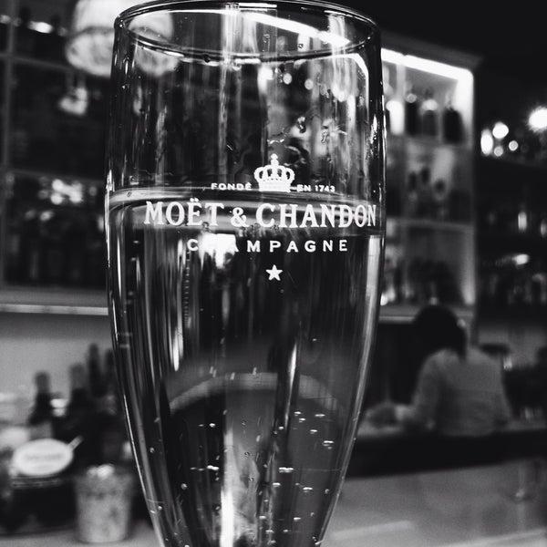 Foto tomada en a.n.E.l. Tapas & Lounge Bar por Ryan Z. el 5/30/2015