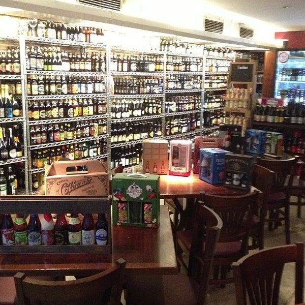 Foto tirada no(a) Empório Alto dos Pinheiros por Paulo A. em 12/24/2012