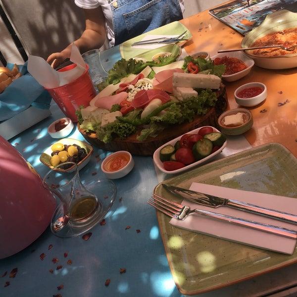 Foto diambil di Büyükada Şekercisi Candy Island oleh Eda Ç. pada 8/13/2017