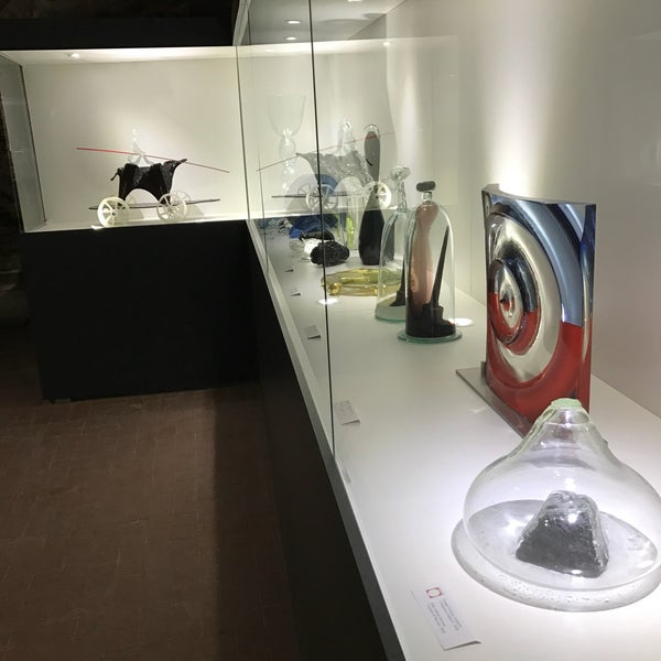 Побували у цьому музеї. Вхід 20 грн. Музей в підвальному приміщенні, екскурсію з розповіддями ніхто не проводить, доводиться тішитись надписами під скляними скульптурами. Як на мене-нічого особливого.