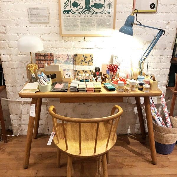 Das Foto wurde bei McNally Jackson Store: Goods for the Study von Lily Annabelle C. am 1/27/2018 aufgenommen