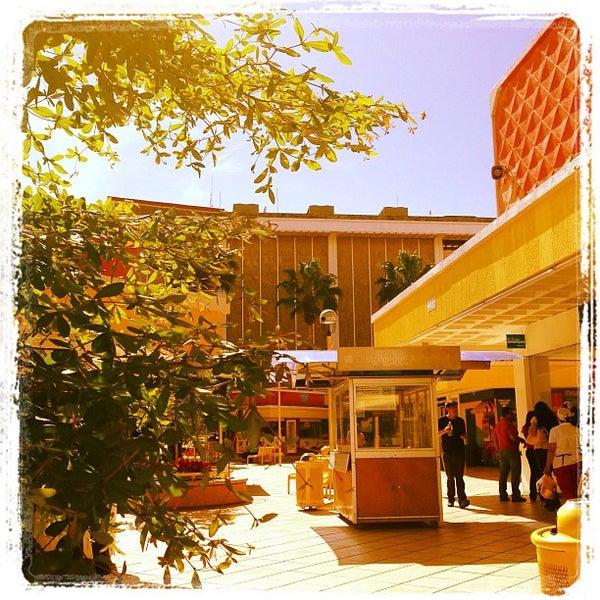Foto tomada en Plaza del Sol por Victor R. el 1/14/2013