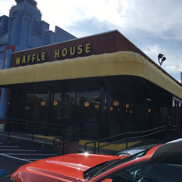 Photo taken at Waffle House by A M. on 5/20/2016