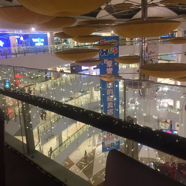 Photo taken at 银河国际购物中心 Galaxy Mall by 诺诺 n. on 6/4/2017