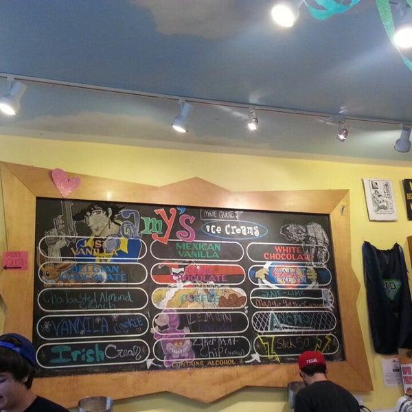 9/14/2013 tarihinde Moonyoung S.ziyaretçi tarafından Amy's Ice Creams'de çekilen fotoğraf