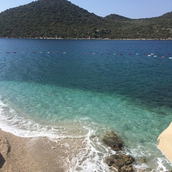 Das Foto wurde bei Olympos Mocamp Beach Club von GökhanGökhan S. am 7/25/2018 aufgenommen