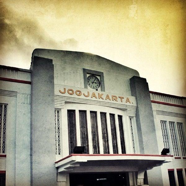 Stasiun Yogyakarta Tugu Yogyakarta Di Yogyakarta