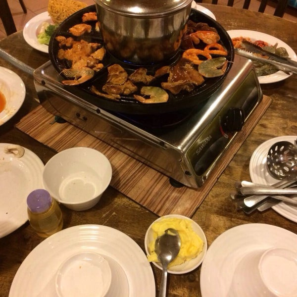 Photo taken at Mak Engku Steamboat & Grill by Effa A. on 2/25/2017