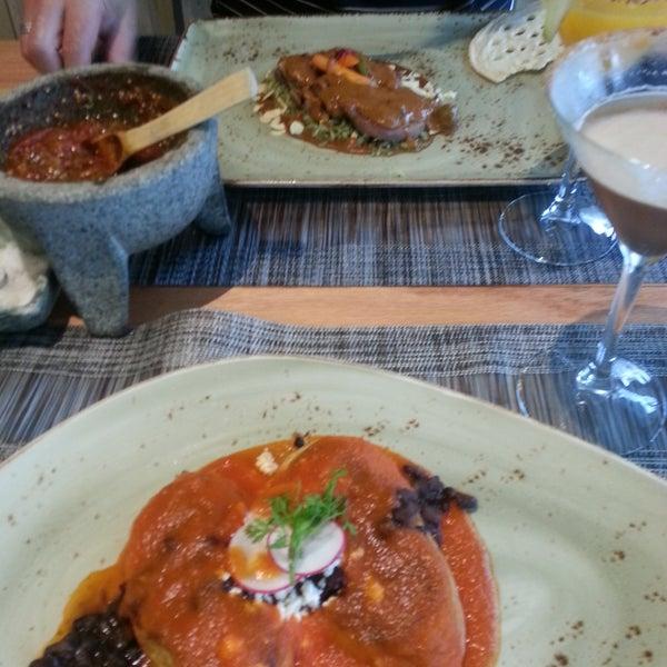Precios no baratos, pero vale la pena, comida auténtica de Oaxaca, sabroso al igual que sus cócteles.