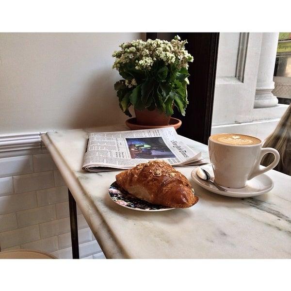 Foto scattata a Toby's Estate Coffee da Trin A. il 8/19/2014