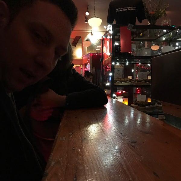 1/14/2017 tarihinde Craig P.ziyaretçi tarafından Random Order Pie Bar'de çekilen fotoğraf