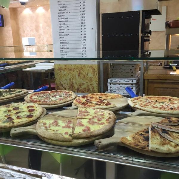 Foto scattata a Mamma Mia Pizza & FastGood da Steve J. il 10/19/2015