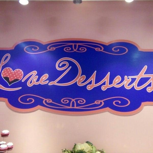 3/8/2016 tarihinde Coleen C.ziyaretçi tarafından Love Desserts'de çekilen fotoğraf