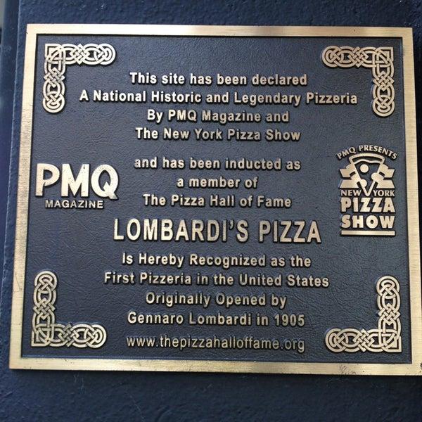 Das Foto wurde bei Lombardi's Coal Oven Pizza von Starry am 5/7/2013 aufgenommen