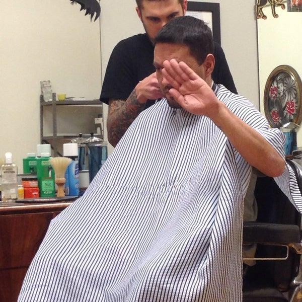 11/7/2013 tarihinde Todd M.ziyaretçi tarafından Foremost Barbershop'de çekilen fotoğraf
