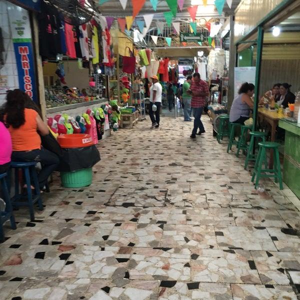 Foto diambil di Mercado Pino Suarez oleh Carmen V. pada 6/4/2016