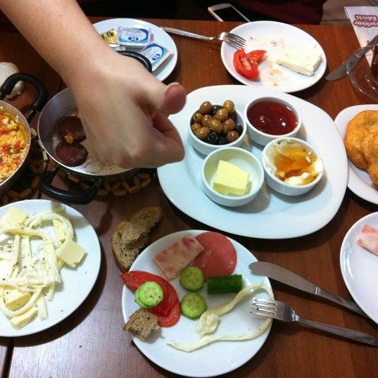 11/30/2012 tarihinde Sibel D.ziyaretçi tarafından Fiskos Kahvaltı Cafe'de çekilen fotoğraf