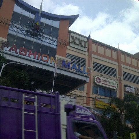 Photo taken at Bandung Trade Centre - BTC Fashion Mall by BAS 2. on 3/22/2013