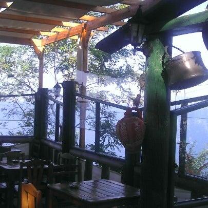 9/26/2012 tarihinde Cihat D.ziyaretçi tarafından Çamlı Kahve'de çekilen fotoğraf