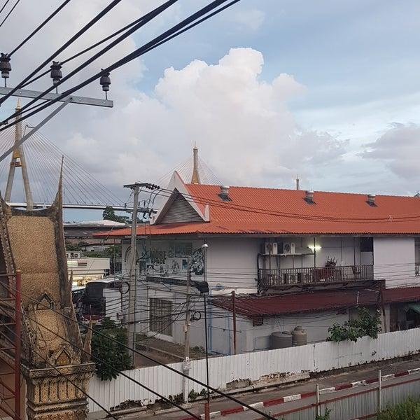 Photo taken at BRT วัดปริวาส (Wat Pariwat) by Notch W. on 6/6/2017