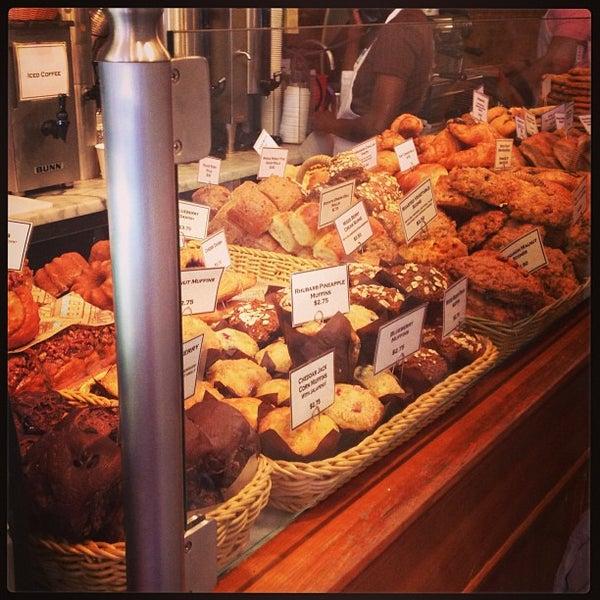 Foto tomada en Amy's Bread por Anna V. el 6/19/2013