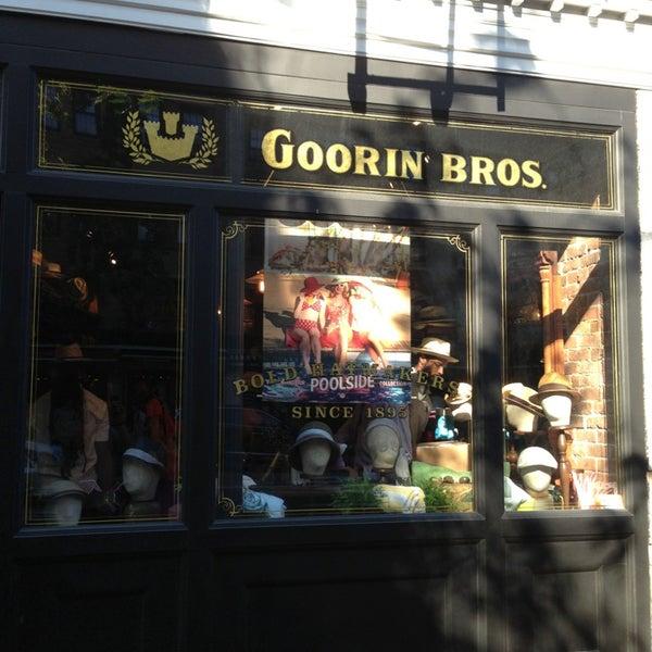 Снимок сделан в Goorin Bros. Hat Shop - West Village пользователем Chuck M. 6/1/2013