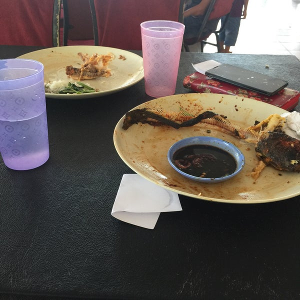 Photo taken at Restoran D'Warisan by Rabieathul A. on 1/14/2017