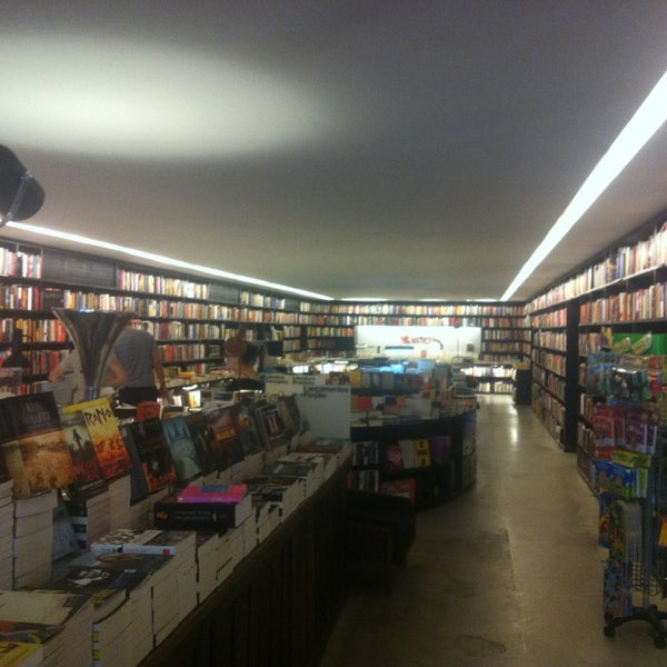 Photo taken at Livraria da Vila by Alexandre Carvalho on 3/10/2013