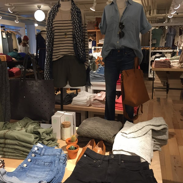 Photo taken at Madewell by Julie V. on 2/13/2016