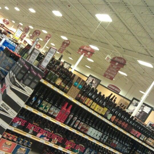 รูปภาพถ่ายที่ Binny's Beverage Depot โดย Justin Y. เมื่อ 1/11/2013