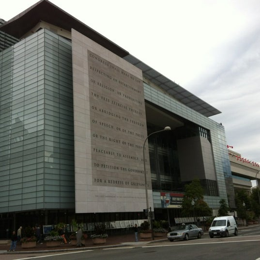 Foto tirada no(a) Newseum por arbkv em 10/8/2012
