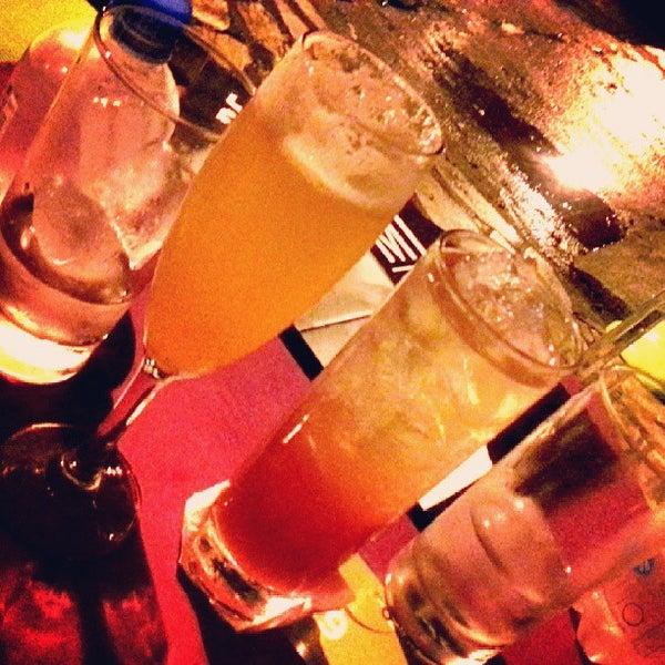 Foto tirada no(a) Meza Bar por VidaDeCasal.com.br em 5/19/2013