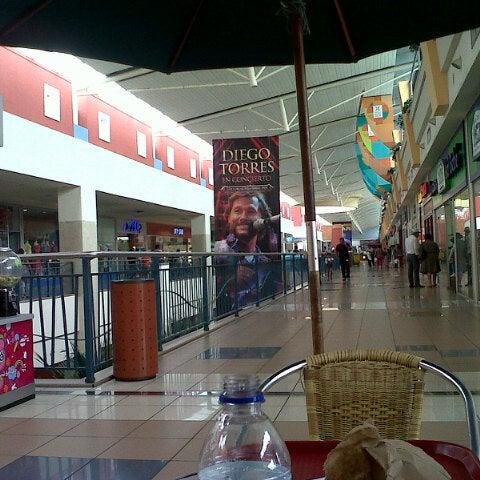 Foto tirada no(a) Mall del Sur por Pedro O. em 5/10/2013