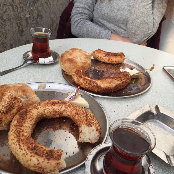2/19/2016 tarihinde Aylin K.ziyaretçi tarafından Akdeniz Pastanesi'de çekilen fotoğraf