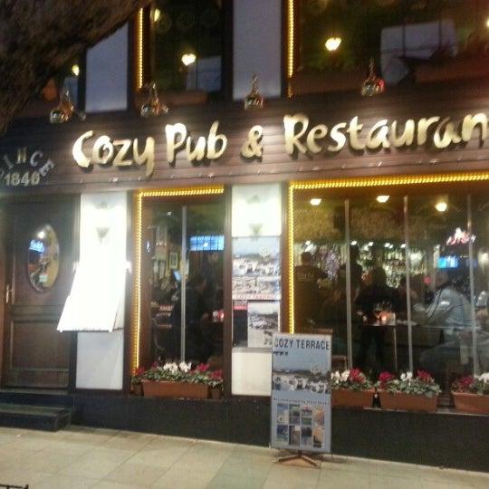 2/24/2013 tarihinde hans k.ziyaretçi tarafından Cozy Bar&Restaurant'de çekilen fotoğraf
