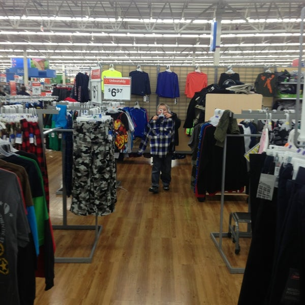 Снимок сделан в Walmart Supercenter пользователем Matt M. 12/22/2012