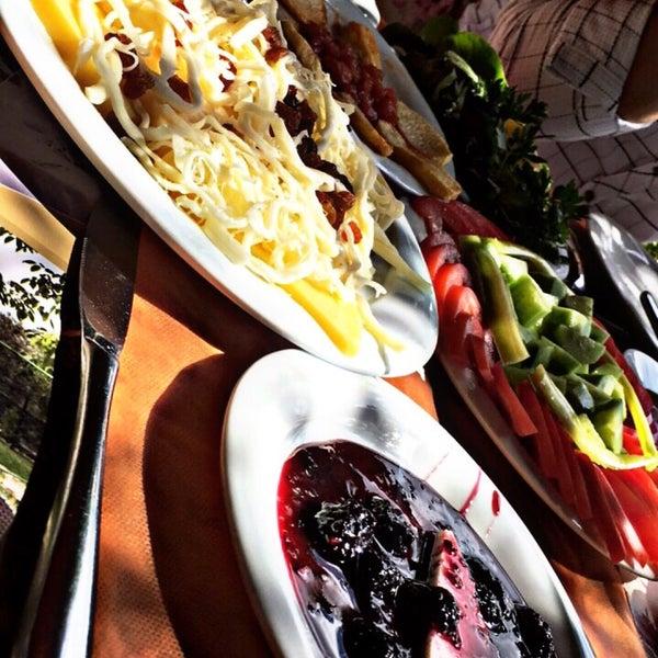 9/21/2017 tarihinde Ceren E.ziyaretçi tarafından Köyüm Bahçe Restaurant'de çekilen fotoğraf