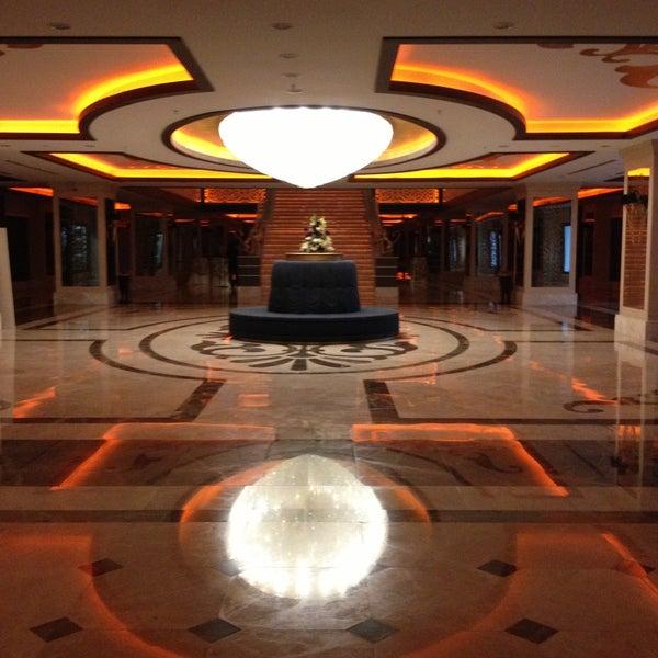 Foto scattata a Cratos Premium Hotel & Casino da Gokce E. il 5/5/2013