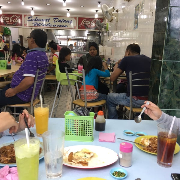 Photo taken at Restoran Victory by Luqmanghufran on 12/11/2016