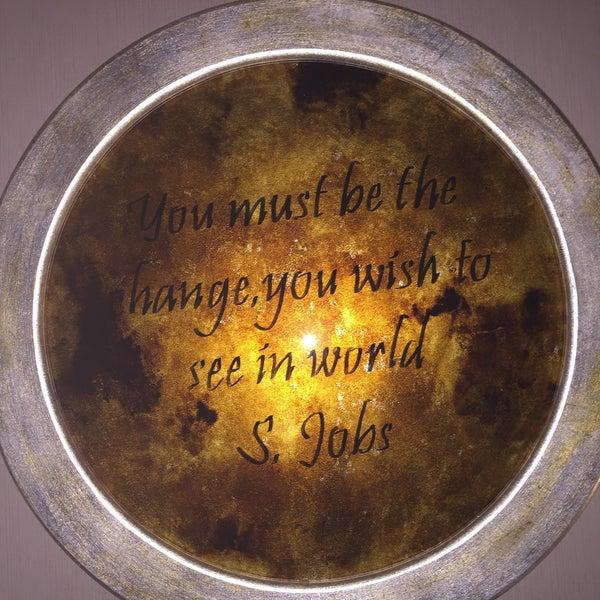 """Kaldığımız odanın yatak başında """"You must be the change you wish to see in world"""" yazıyor altında da S.Jobs var Ama bu söz Mahatma Gandhi'nin. Birşeyler yaparken özellikle iş turizm ise komik hatalar!"""